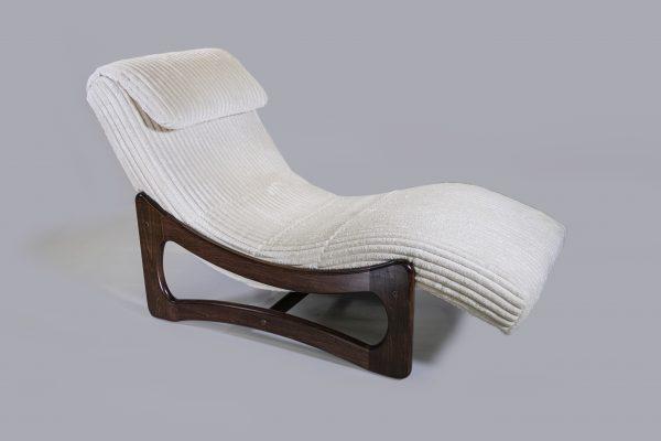 1924 White Billows Chaise Lounge